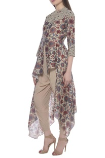 Dhoti pants & kurta set with printed asymmetric cape