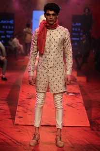 Embroidered Kurta With Pants & Stole