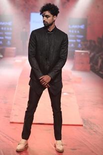 Textured tuxedo set with waistcoat