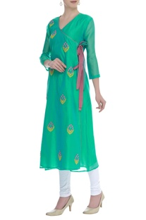 Thread embroidered overlap kurta