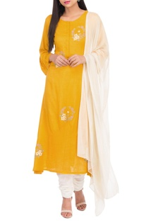 Floral thread embroidered kurta set