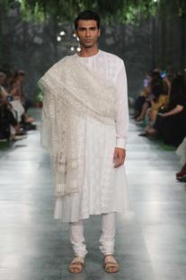 Diamond jaal embroidered shawl