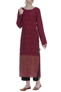 Embroidered Side Slit Kurta With Pants
