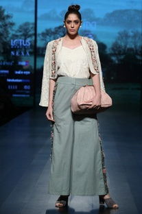 Side Embroidered Wide Legged Pants