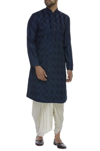Pintuck embroidered full sleeves kurta