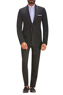 Tie-up style suit set