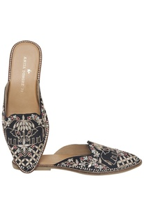 Embellished & hand embrodiered Mojris