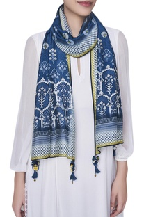Printed stole with tassel detail