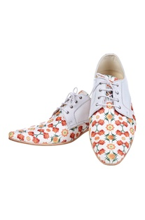 White floral printed shoes