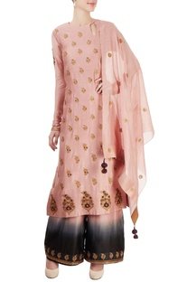 Pink kurta set with embroidery