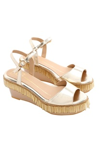 Beige wedges with gold tassels
