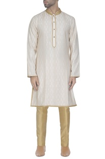 Off-white kurta with pearls