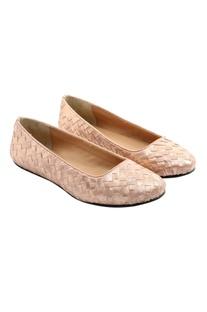 Two- tone woven pink flats
