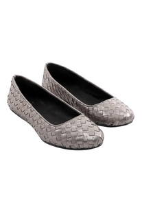 Two- tone woven grey flats