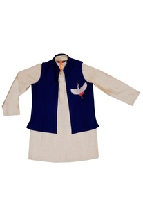 Beige kurta with an embroidered blue jacket