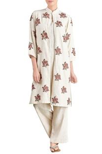 Off-white kurta & trousers with jacket