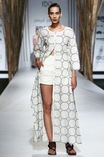White open jacket with embroidery