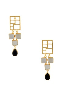 Gold grid earrings with stones