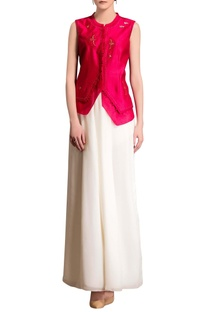 Fuschia pink top with embroidery