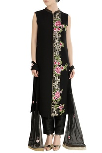 Black kurta set with embroidery