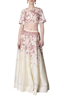 Ecru skirt set with floral embroidery