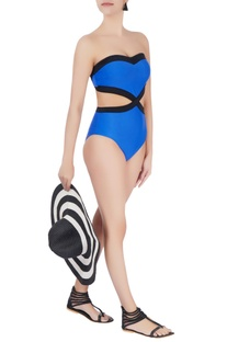 Blue sweetheart neckline swimsuit