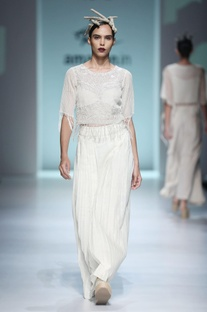 Cream white embroidered top & pleated trousers