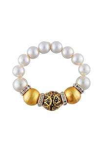 Black bead & white pearl bracelet