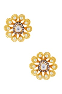 White & gold flower stud earrings