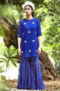 Blue short kurta & check pants