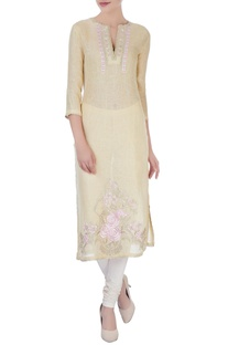 Beige kurta in floral embroidery