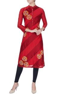 Red oriental motif embroidered kurta