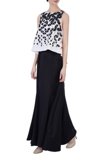 Black & white trapeze style top