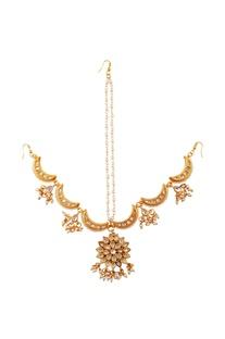Gold pearl work maangtikka