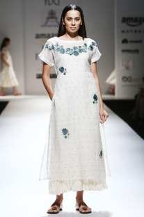 Ivory thread embroidered hand-woven kurta with inner