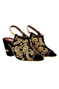 Dark brown zardozi embroidered peep-toe block heels