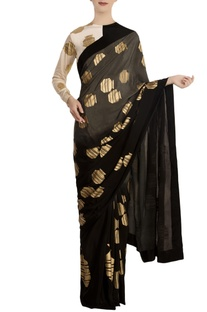 Grey tribal vase printed saree with dual tone monochrome blouse piece