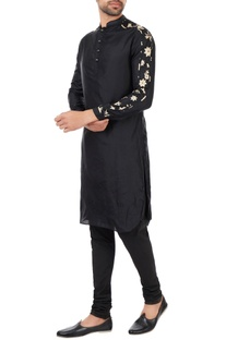 Black patterned sleeves kurta