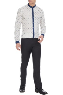 White & blue printed cotton shirt with denim collar