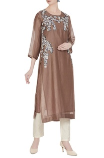 Embroidered tunic with floral embroidered motifs