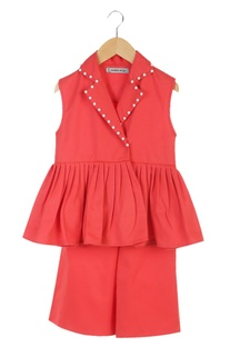 Red jacket with elastic waist culotte pants