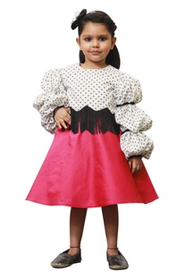 Polka retro ballon sleeves top with pink skirt.