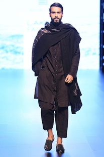 Black buttoned-down kurta