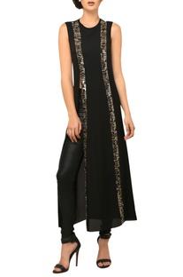 Black sleeveless long slit tunic