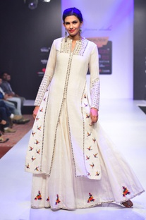 White mirror and thread embroidered kurta