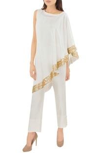 White sari dress with trousers