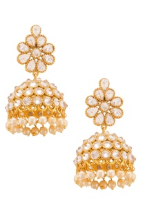 Gold-plated earrings with floral accents