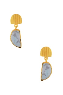 Gold plated earrings with marble pattern stone