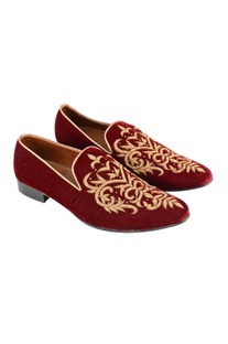 Maroon zardozi embroidered loafers