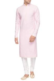 Pink kurta with diagonal pin tucks